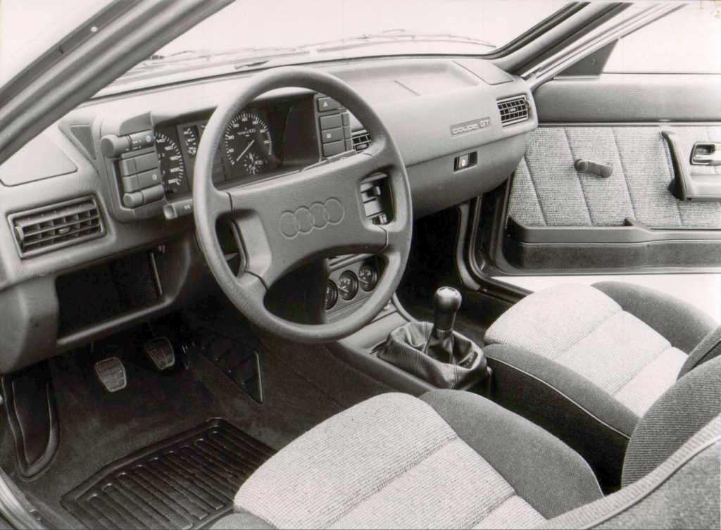 '85 Coupe GT (wnętrze pojazdu)